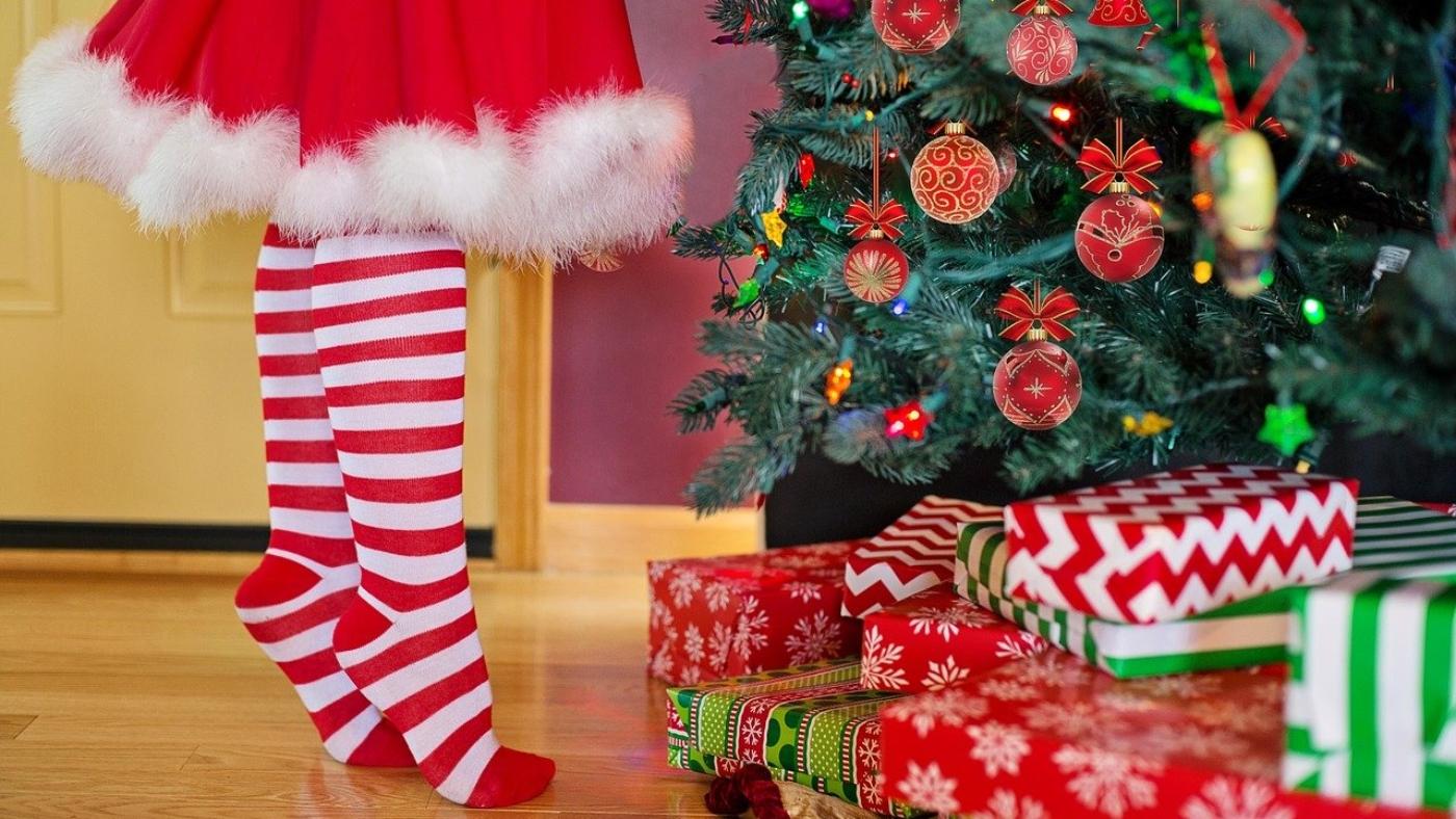 decorating-christmas-tree-2999722_1280
